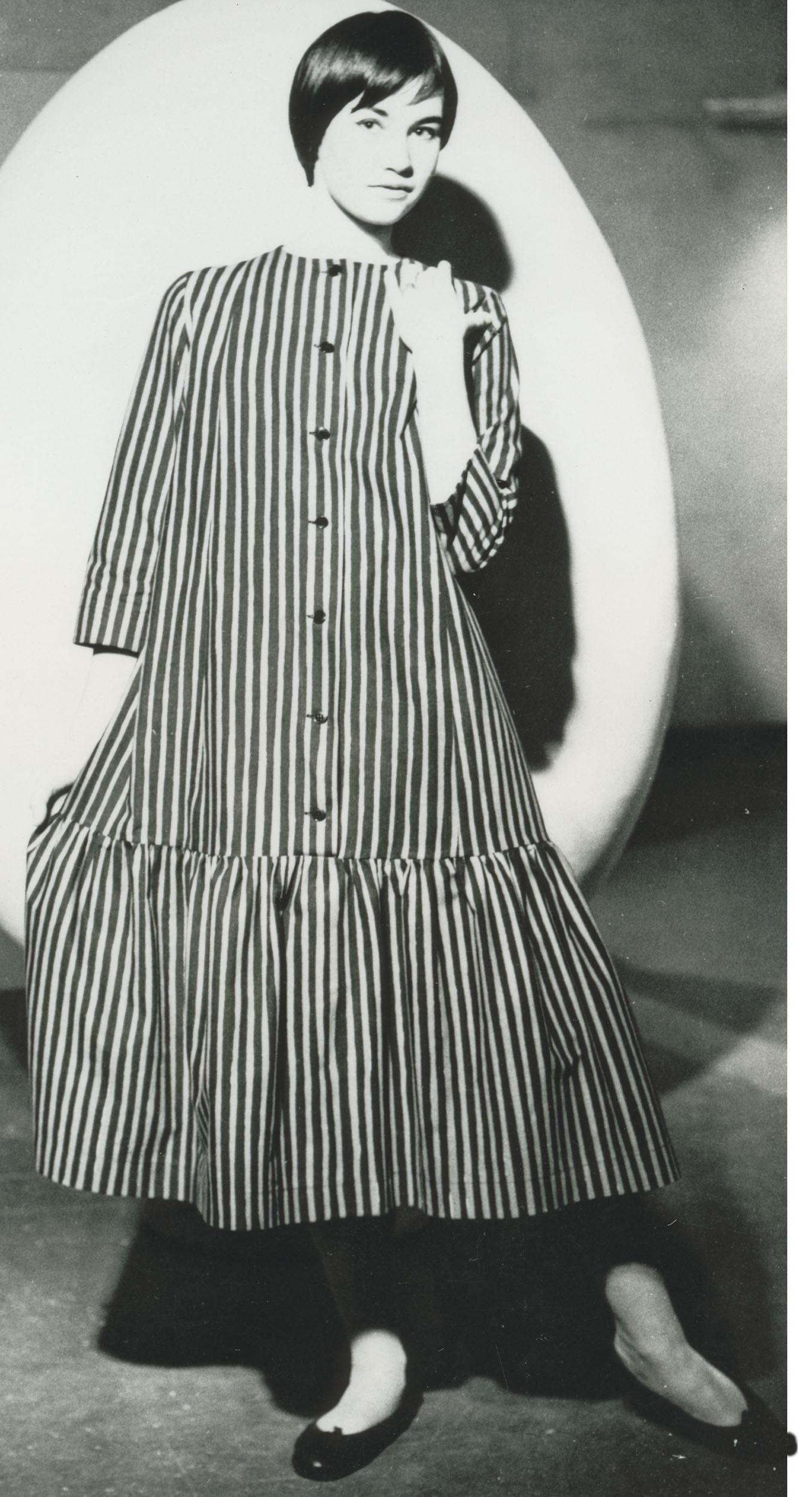 ドレス≪キヴィヤルカ≫、1957年 ファブリック≪ピッコロ≫(ピッコロ[擬音])、1953年、 服飾・図案デザイン:ヴオッコ・ヌルメスニエミ Design Museum Archive