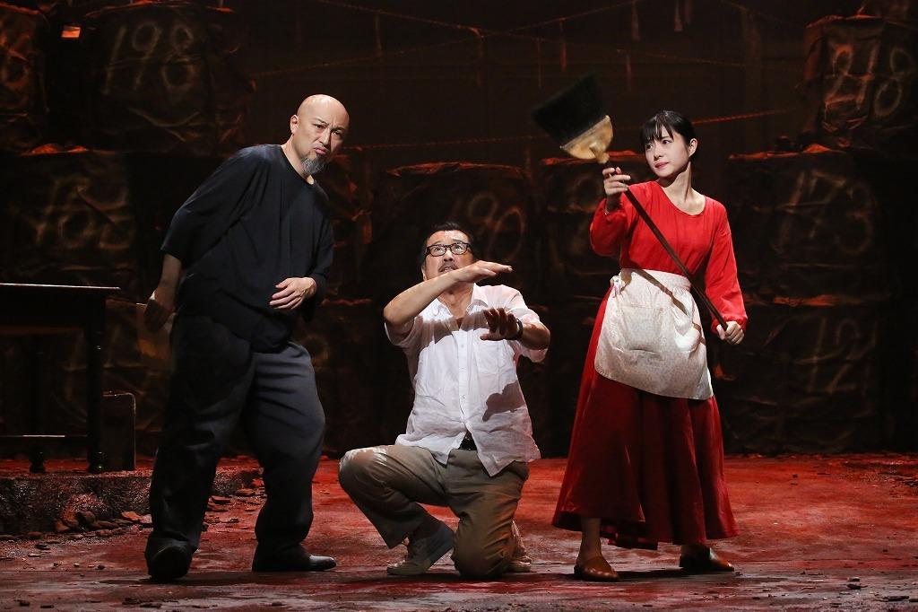 『アジアの女』(左から)山内圭哉、吉田鋼太郎、石原さとみ  撮影:宮川舞子