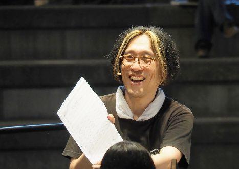 「アキラさん」の愛称で親しまれれている宮川のプログラムは毎回好評。フィナーレは初指揮だが、アンコールの「マツケンサンバⅡ」まで、ずっと盛り上がりそう!