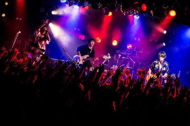 "Amelie「Amelie『ドラマチック』Release Tour 2017」東京・渋谷CLUB QUATTRO公演の様子。(撮影:日吉""JP""純平)"