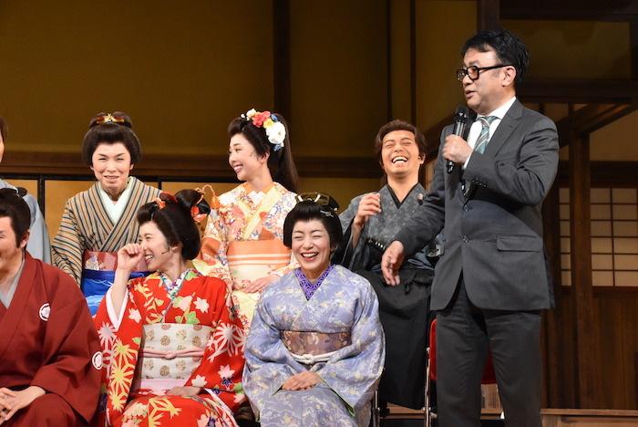 松岡茉優、八木亜希子、三谷幸喜(前列左から)、高田聖子、妃海風、吉田ボイス(後列左から)