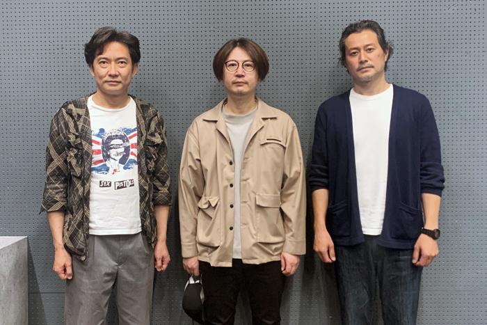 俳優座公演『インク』(ジェイムズ・グレアム作)左から、志村史人、眞鍋卓嗣、千賀功嗣。