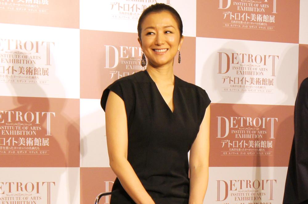 音声ナビゲーターを務める女優・鈴木京香
