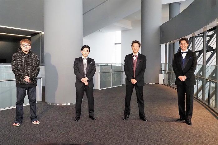 (左から)福田雄一、吉沢亮、井上芳雄、大野拓朗