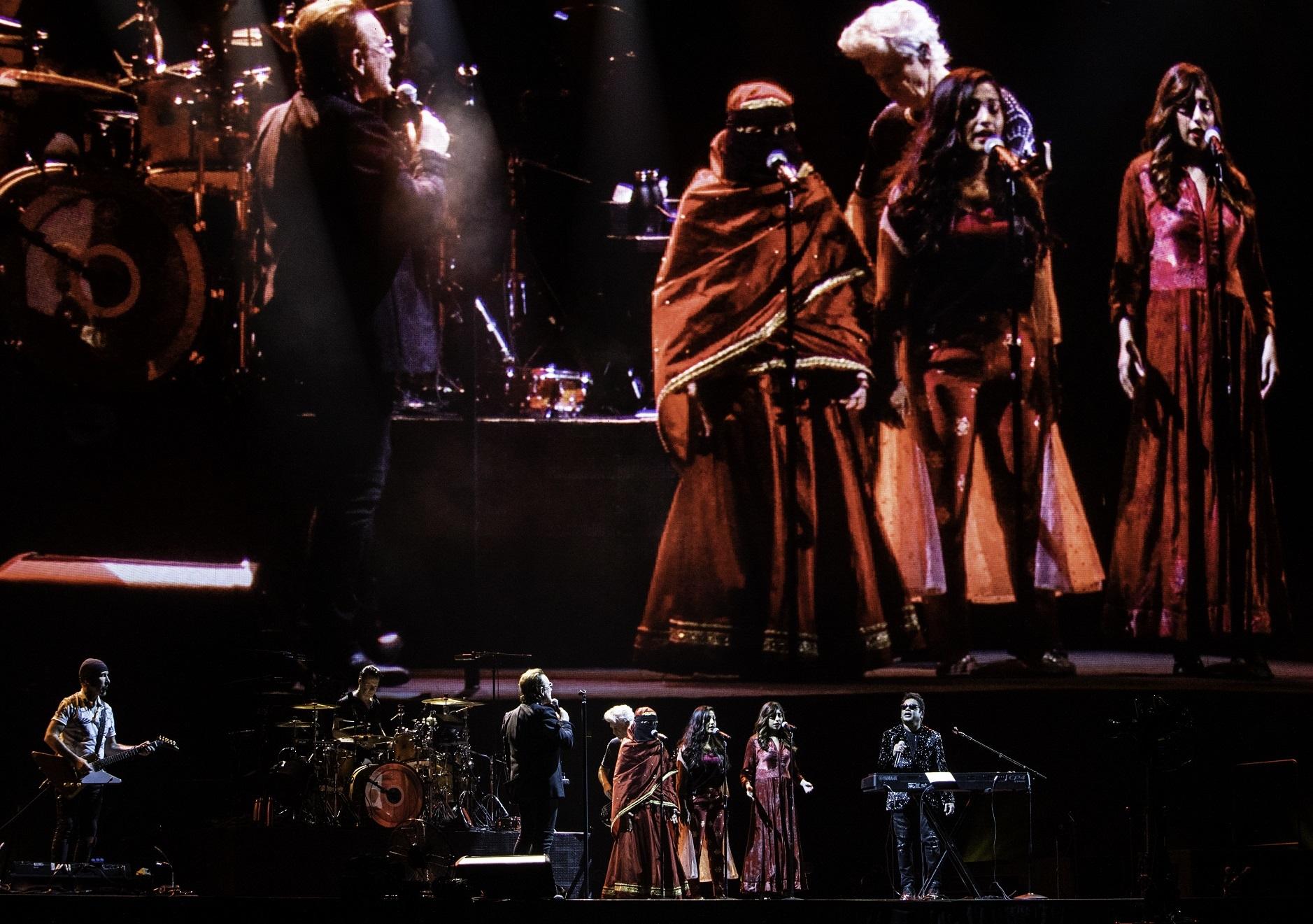U2 & A.R. ラフマーン  PHOTO by ROSS STEWART