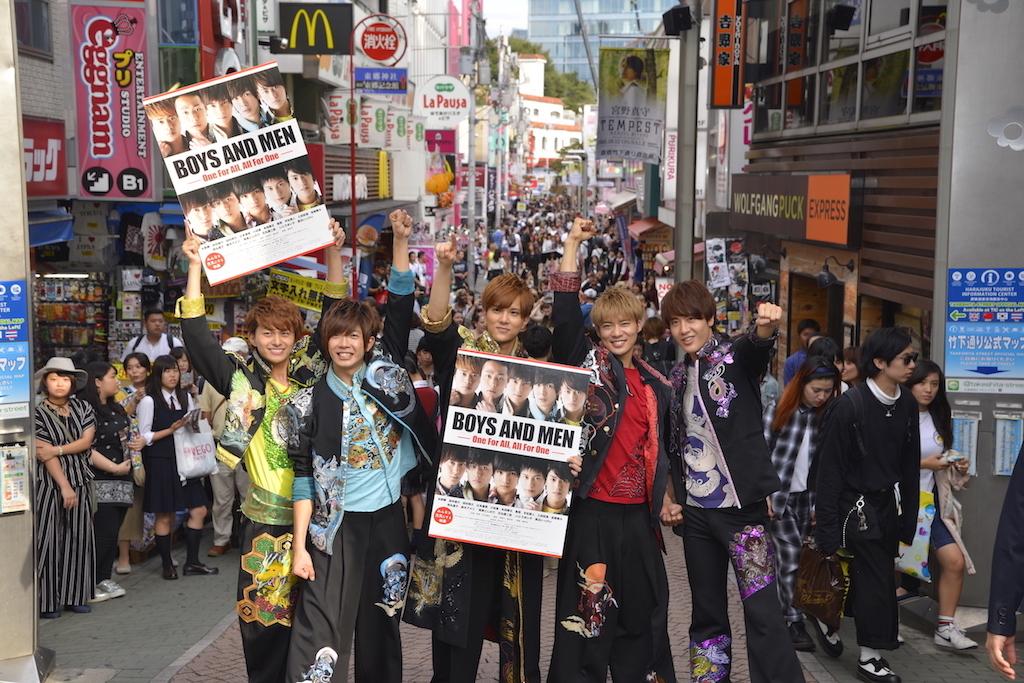 竹下通りでの記念撮影 BOYS AND MEN