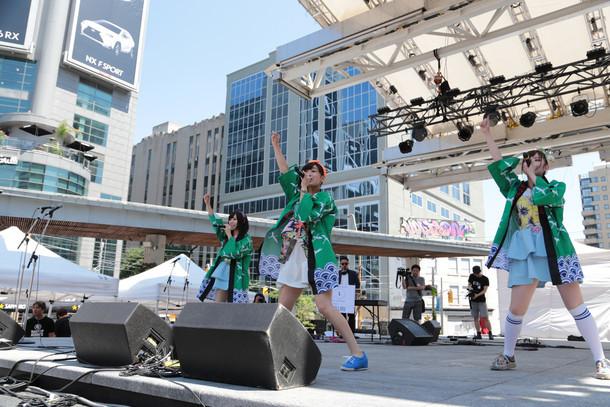 LinQによる「JAPANESE SUMMER FESTIVAL『日本祭り』」ライブの様子。 (写真提供:ジョブ・ネット)