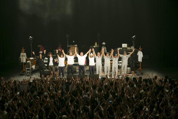 「10th Anniversary BEST盤TOUR QUTIMA Ver.22」東京・Zepp Tokyo公演の様子。(Photo by KAZUHARU IGARASHI)