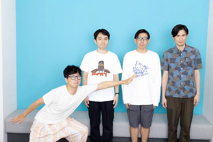 左から:大北栄人(明日のアー)+テニスコート