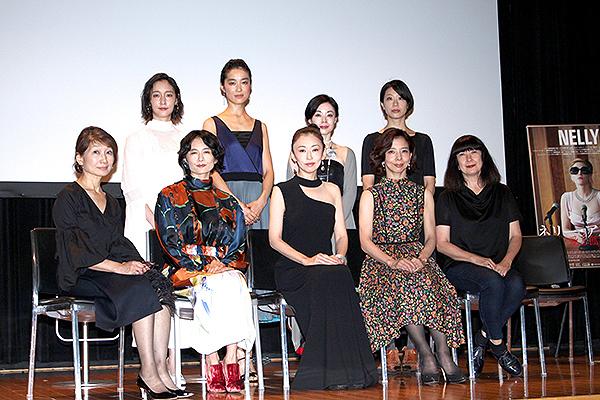 (前列左から)松本百合子、小島聖、松雪泰子、霧矢大夢、マリー・ブラッサール(後列)、芦那すみれ、初音映莉子、宮本裕子、奥野美和