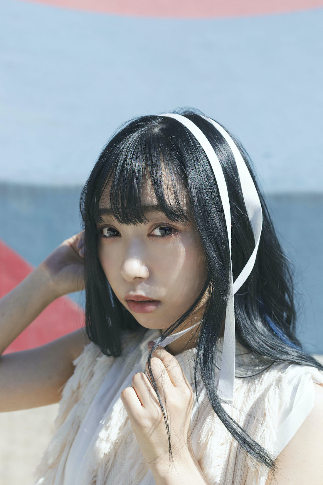 「小林愛香 CALENDAR & PHOTOBOOK 2021.4-2022.3」より