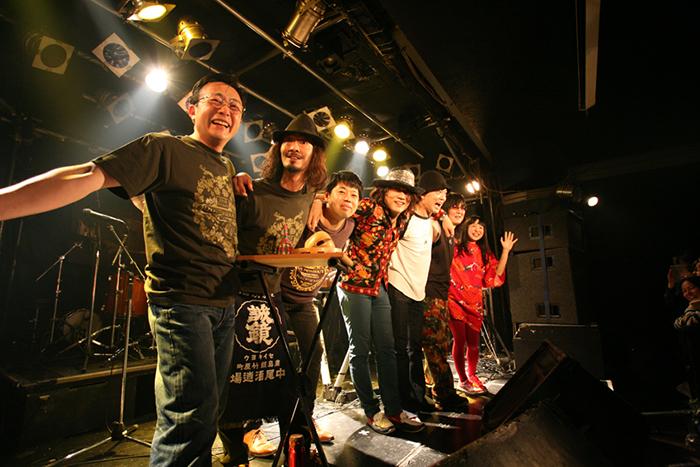(左から)塚田円、関田マスター、金属恵比須(撮影:飯盛大)