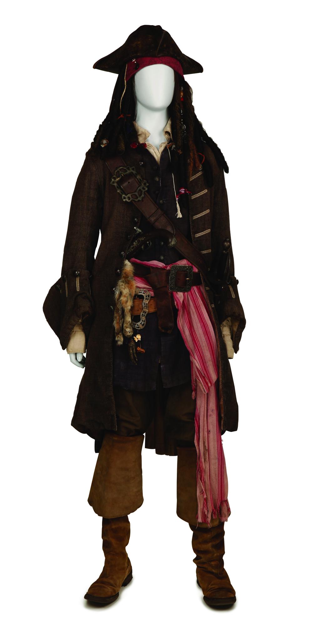 『パイレーツ・オブ・カリビアン/最後の海賊』 ジョニー・デップのアイディアが詰まった衣裳と小道具