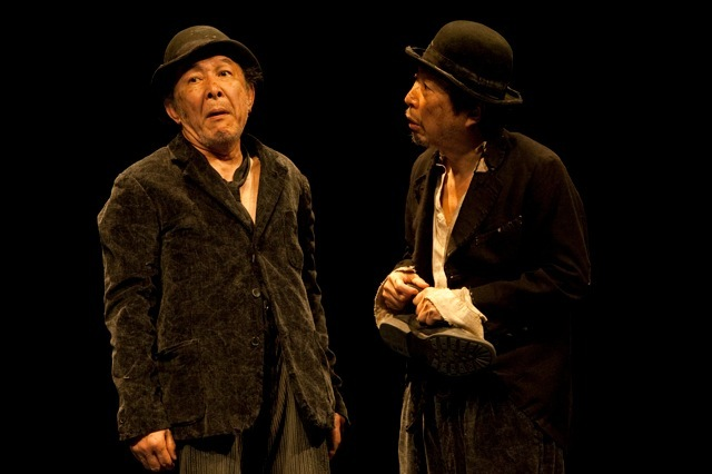 新国立劇場『ゴドーを待ちながら』(2011年) 撮影/谷古宇正彦