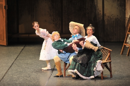 牧阿佐美バレヱ団、ユーモアあふれる恋愛騒動を描いた『リーズの結婚』を上演