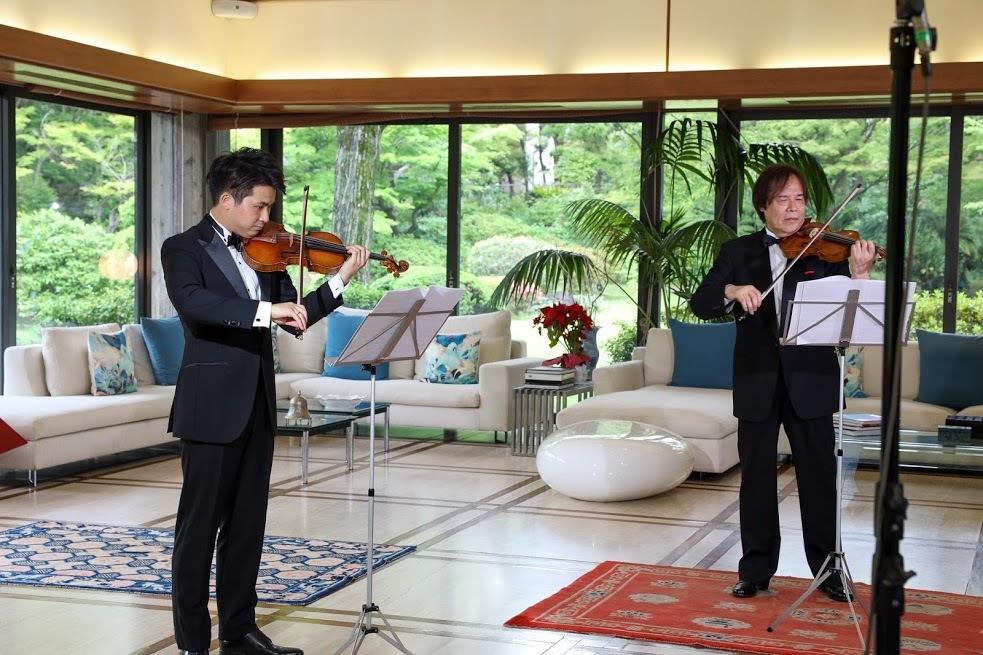 イタリア大使公邸 にてリハーサル(左から三浦文彰、徳永二男)
