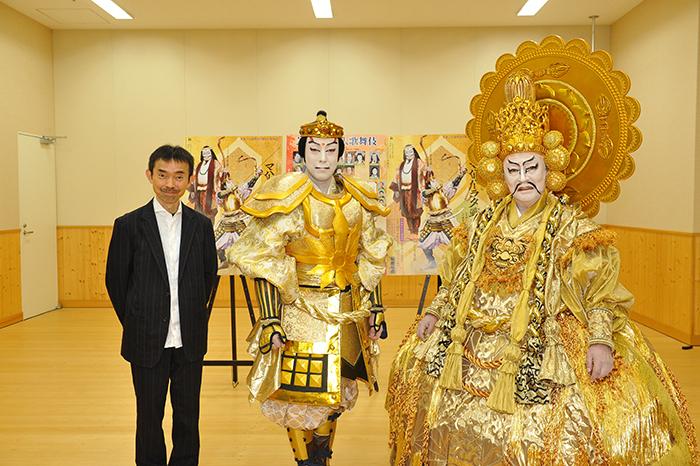 左より 演出:宮城聰、尾上菊之助、尾上菊五郎