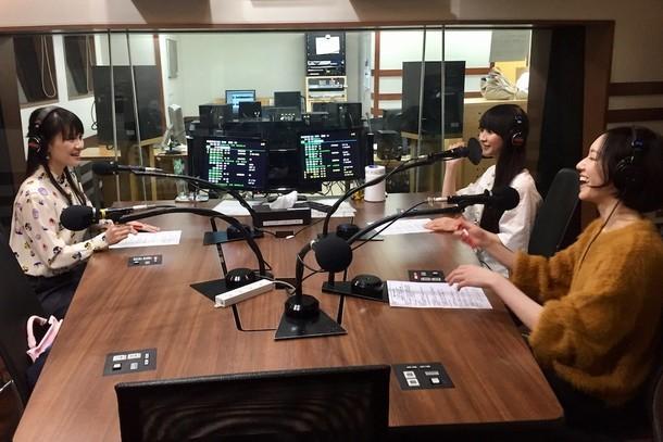 「大窪シゲキの9ジラジ」に中継で出演中のPerfume。