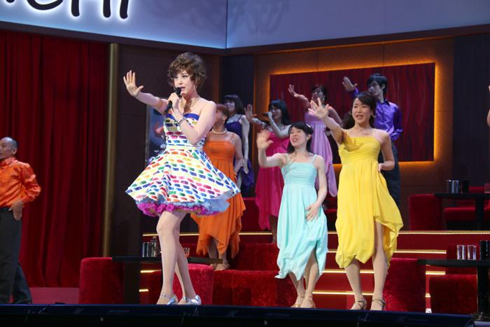 『ラ・〇・ランド』を思い出すようなドレスとダンスもてんこ盛り!