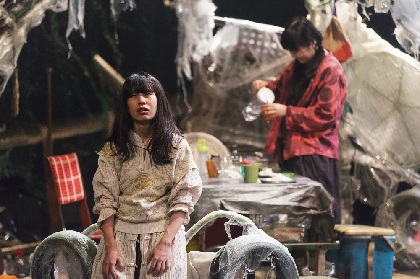 KAAT×サンプル『グッド・デス・バイブレーション考』初日開幕 作・演出を手がける松井周からコメント