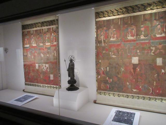 「十王地獄図」でも左右を入れ替え中央に地蔵菩薩を配置することで、当時の堂内の様子を追体験できる