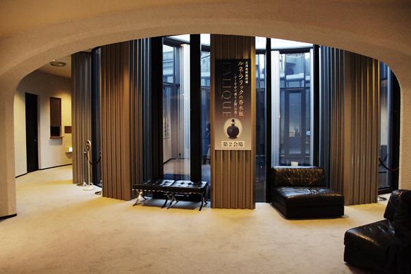 二階入り口 白井晟一デザインの空間はラリックに素晴らしくマッチしている