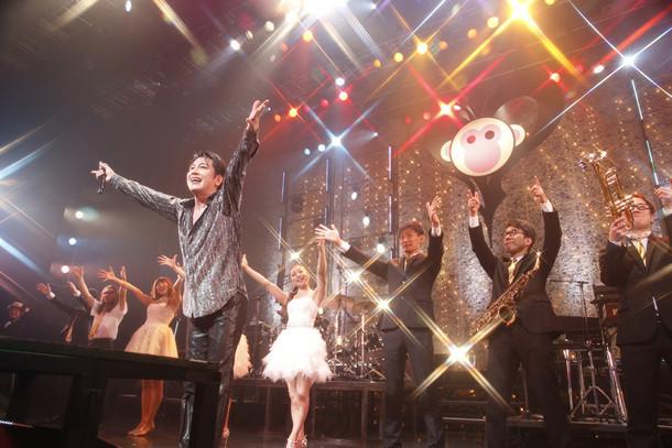 「及川光博 カウントダウンライヴ2015-2016『ゆくミッチーくるミッチー』」の様子。(写真提供:Victor Entertainment)