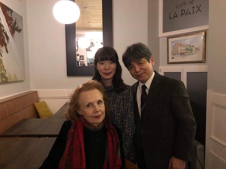 審査委員長・作曲家カイヤ・サーリアホ(左)、作曲家 細川俊夫と共に