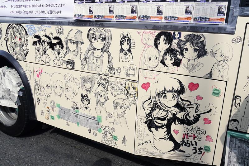 茨城交通のバスに自由に絵を描ける「落書きバス」を、腕自慢の『ガルパン』絵師たちが力作で染め上げていく。