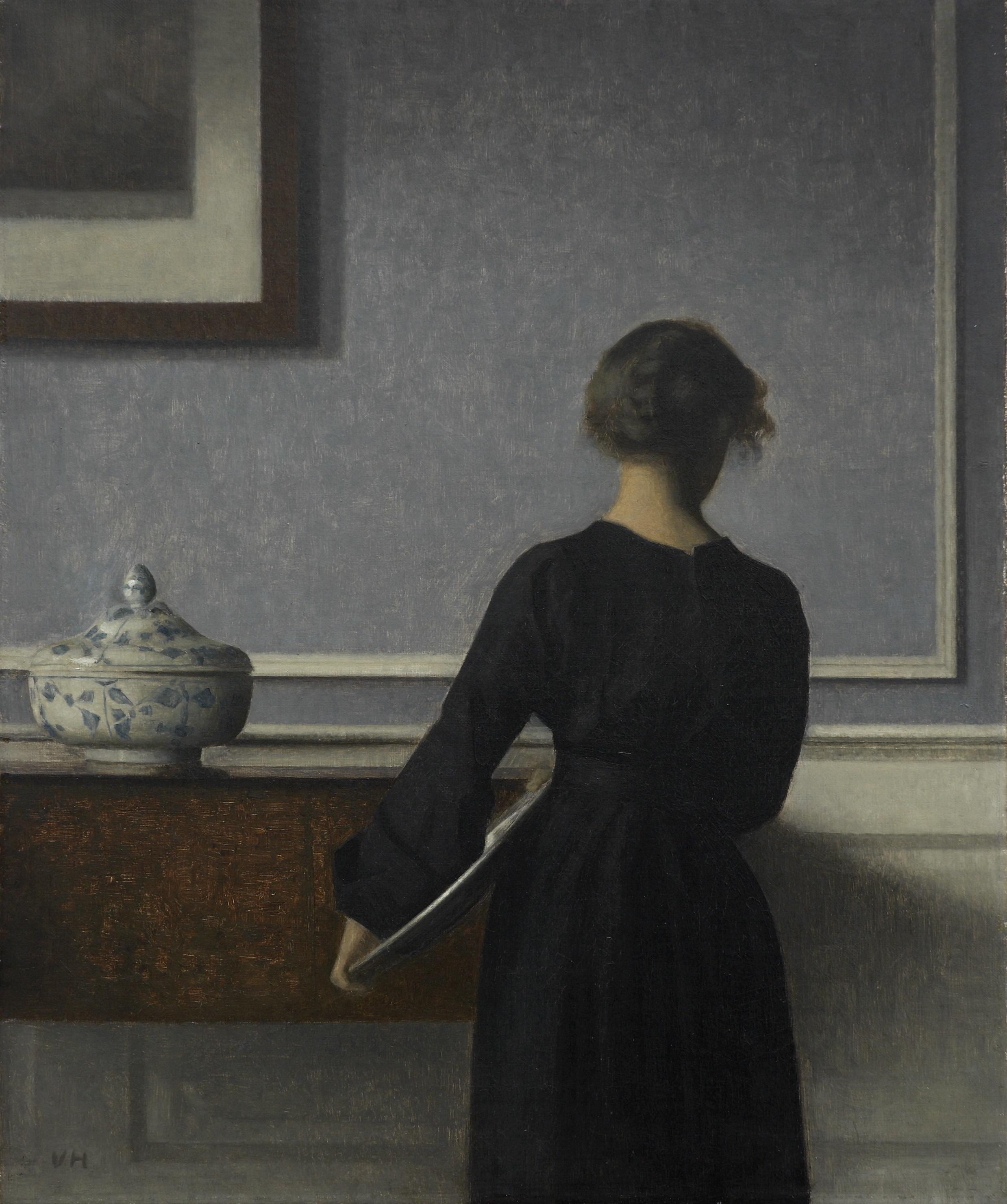 ヴィルヘルム・ハマスホイ 《背を向けた若い女性のいる室内》 1903-04年 ラナス美術館蔵 (C)  Photo: Randers Kunstmuseum