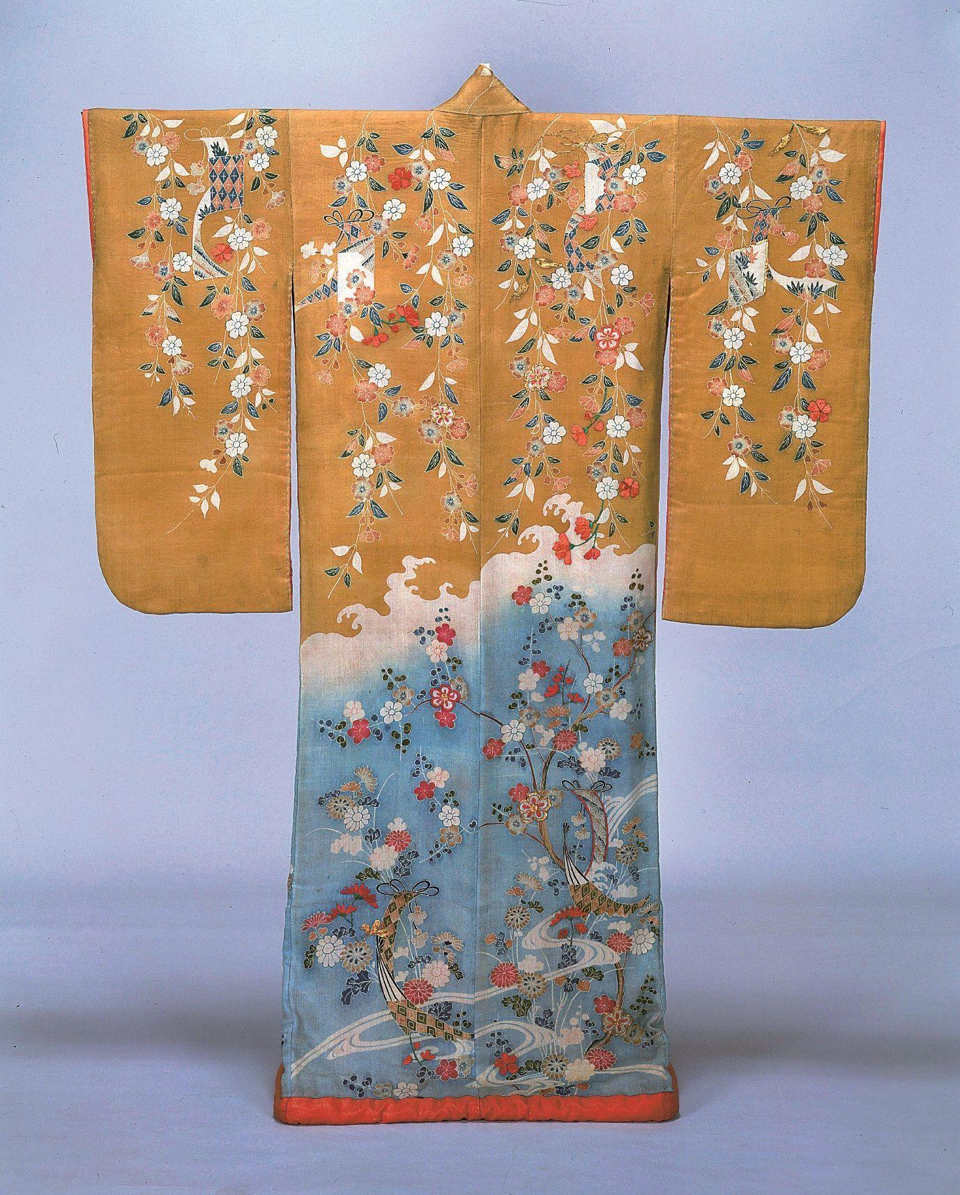 振袖 染分縮緬地枝垂桜菊短冊模様 江戸時代・18世紀  本館10室