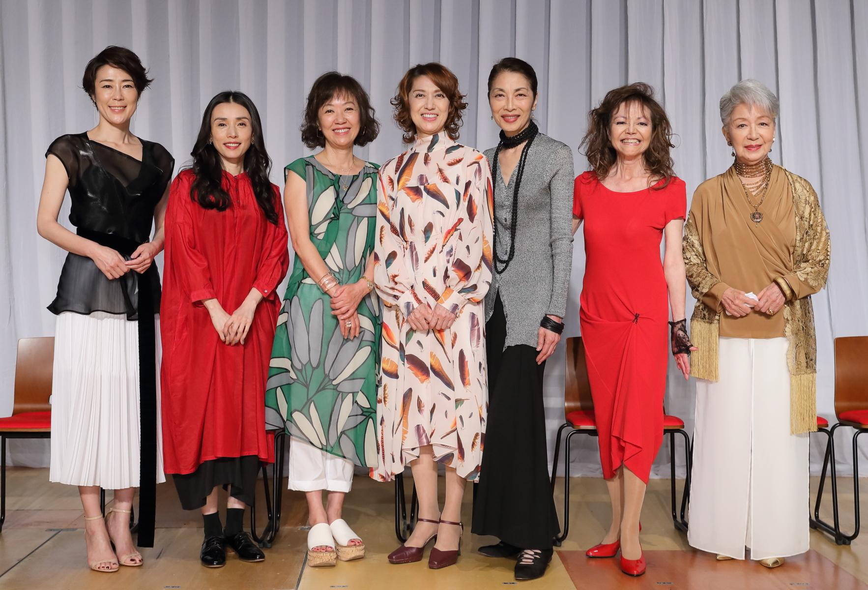 (右から)草笛光子、木の実ナナ、麻実れい、剣幸、浅田美代子、中嶋朋子、寺嶋しのぶ