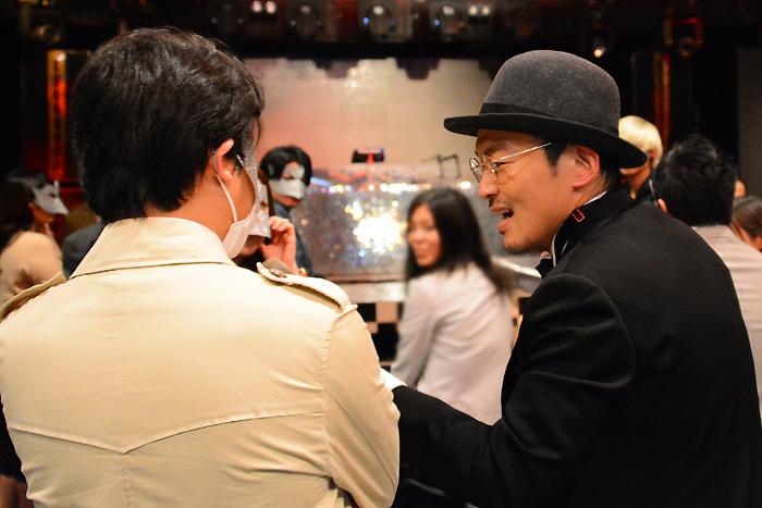 (左から)お客さん、キャストの大竹浩一(劇団SET)