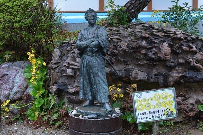 長崎の風頭公園にある龍馬像の原型(昨:山崎和国氏)