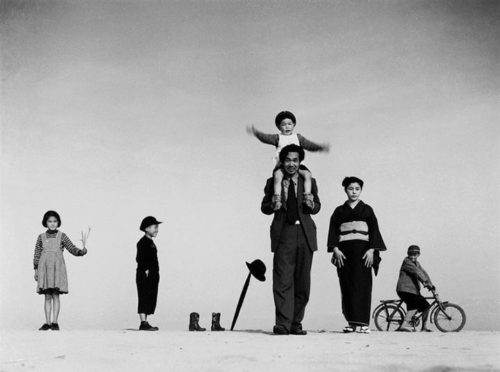 植田正治『パパとママとコドモたち』 1949年  ©Shoji Ueda