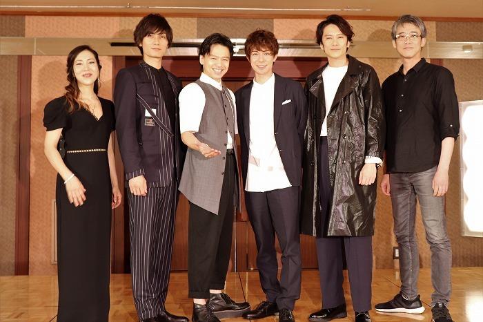 (左から)露崎春女、加藤和樹、中川晃教、柿澤勇人、小西遼生、板垣恭一