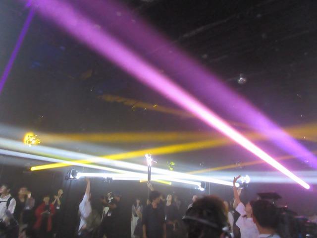 「奏でる光 Light Chords」では、光に触れることで物体として捉えるという不思議な感覚をもたらしてくれる。