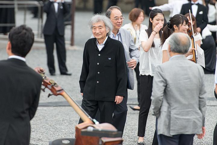 音楽塾の講師たちも京都入り。小澤征爾の右奥に原田禎夫(チェロ) Photo:M.Terashi/TokyoMDE
