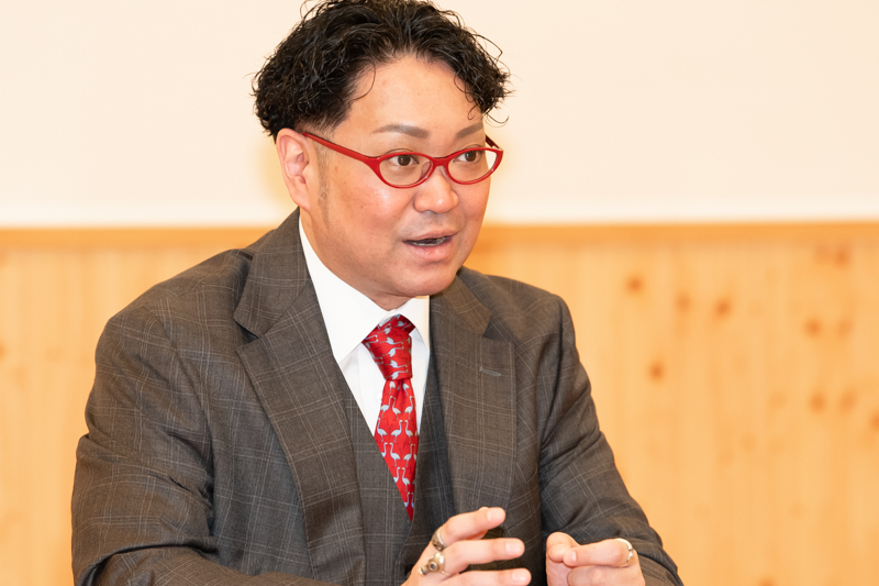 「松竹さん、国立さんには、どういうことかお尋ねしたいですね」と松緑。
