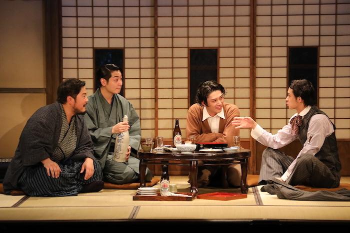 舞台『絢爛とか爛漫とか』のゲネプロの様子。鈴木勝大、安西慎太郎、川原一馬、加治将樹(右から)。 (オフィシャル提供、撮影=神ノ川智早)