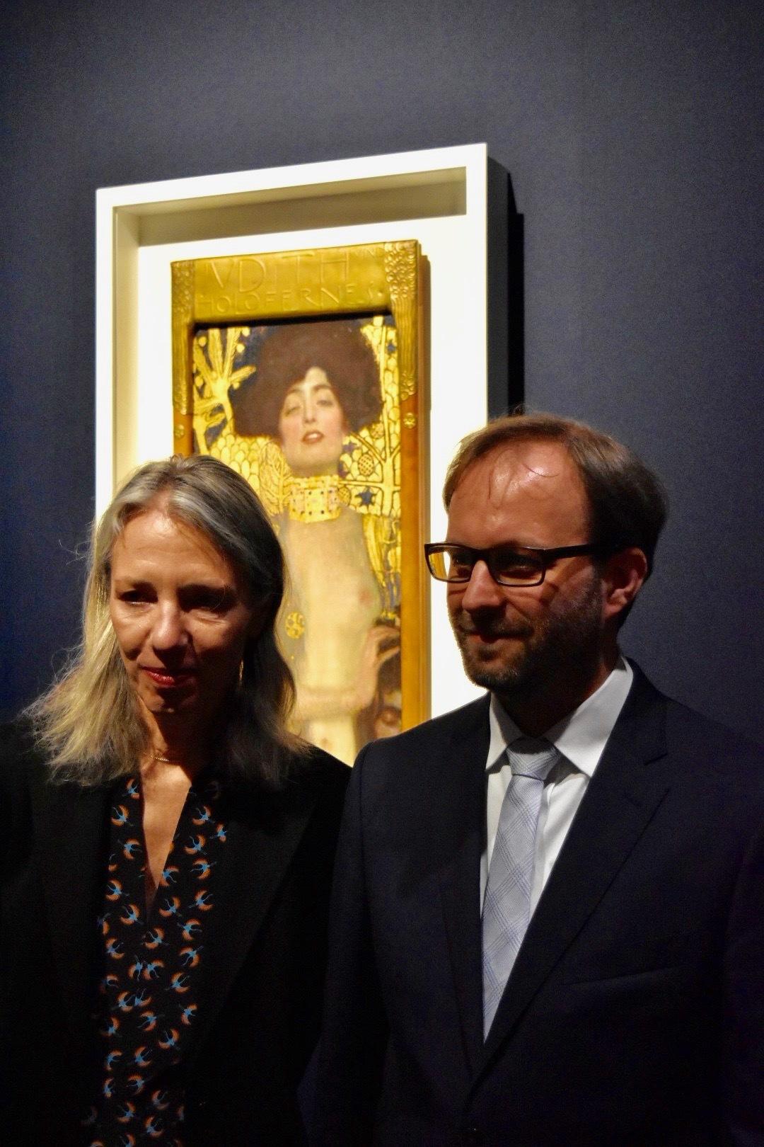 ベルヴェデーレ宮オーストリア絵画館 館長のステラ・ローリッグ氏(左)と、同館学芸員のマークス・フェリンガー氏(右)