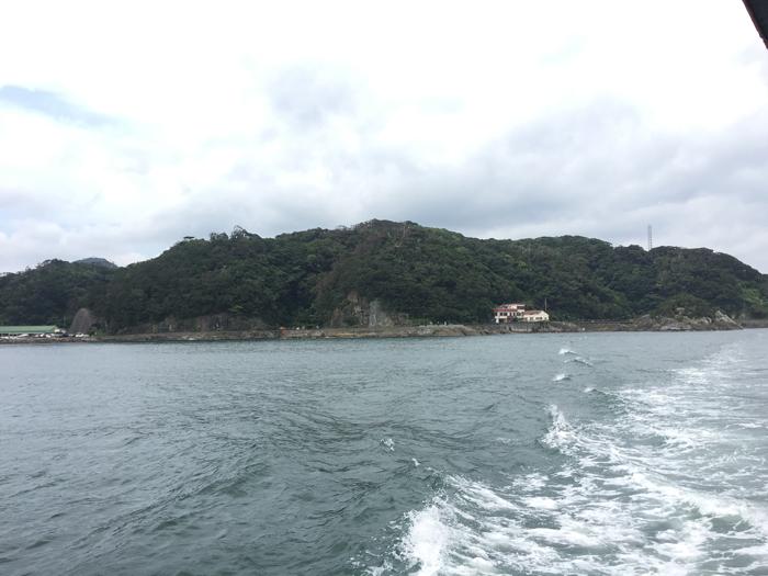 「月澹荘」が建っていたとされる海岸