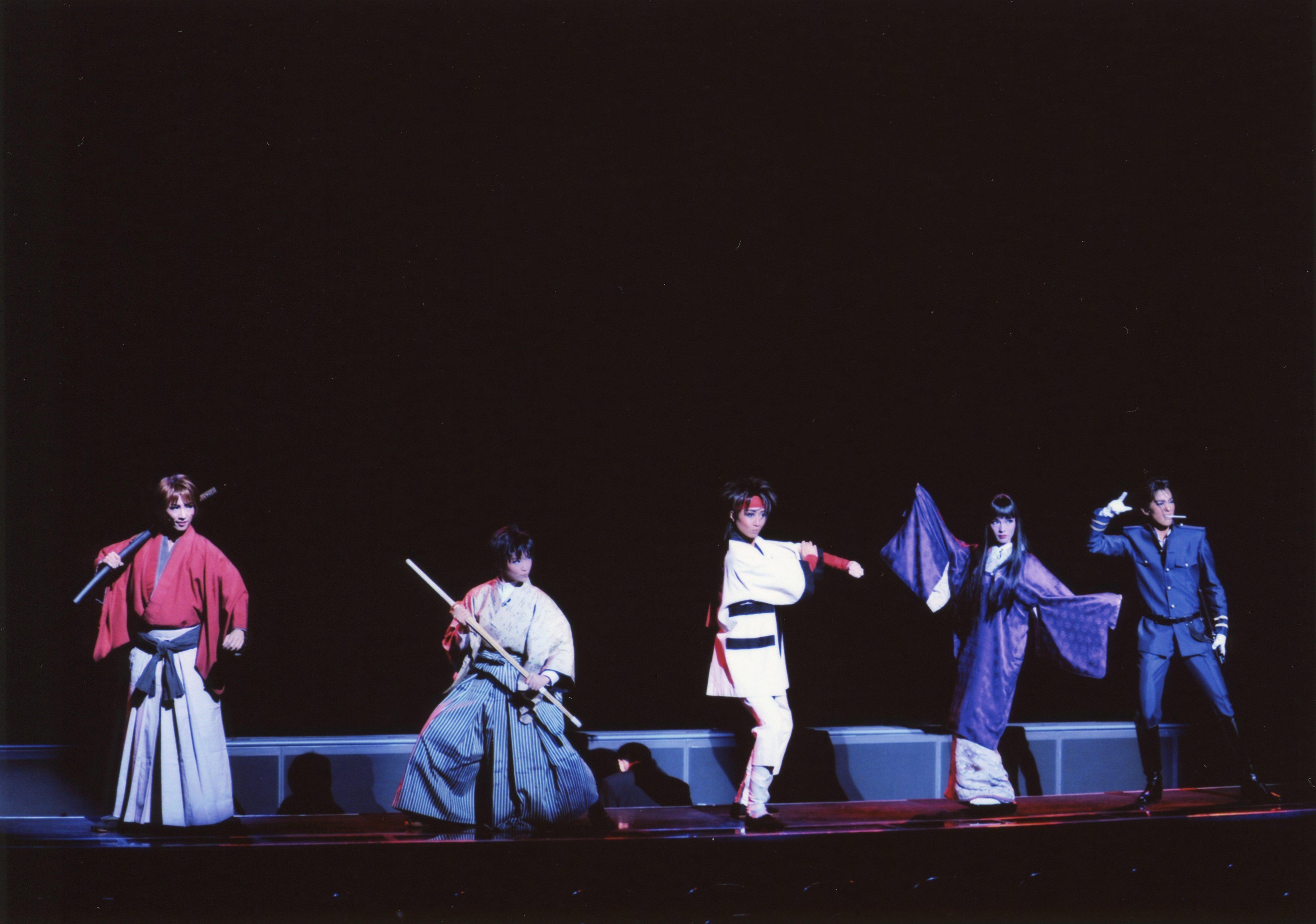 宝塚歌劇雪組『るろうに剣心』 左から早霧せいな、彩みちる、鳳翔大、大湖せしる、彩風咲奈 ©宝塚歌劇団 禁転載