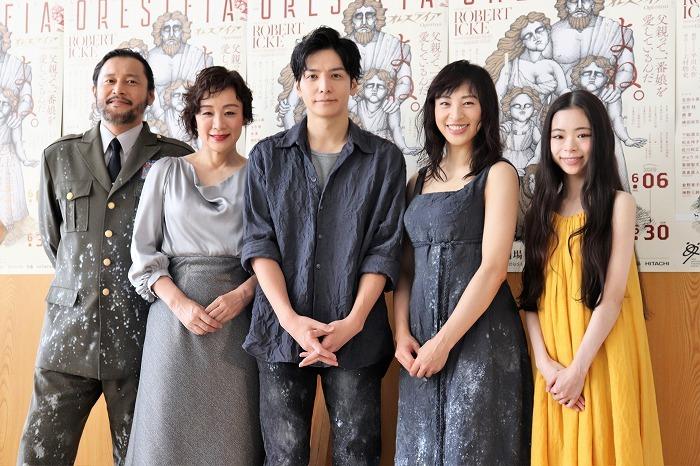 (左から)横田栄司、神野三鈴、生田斗真、音月桂、趣里