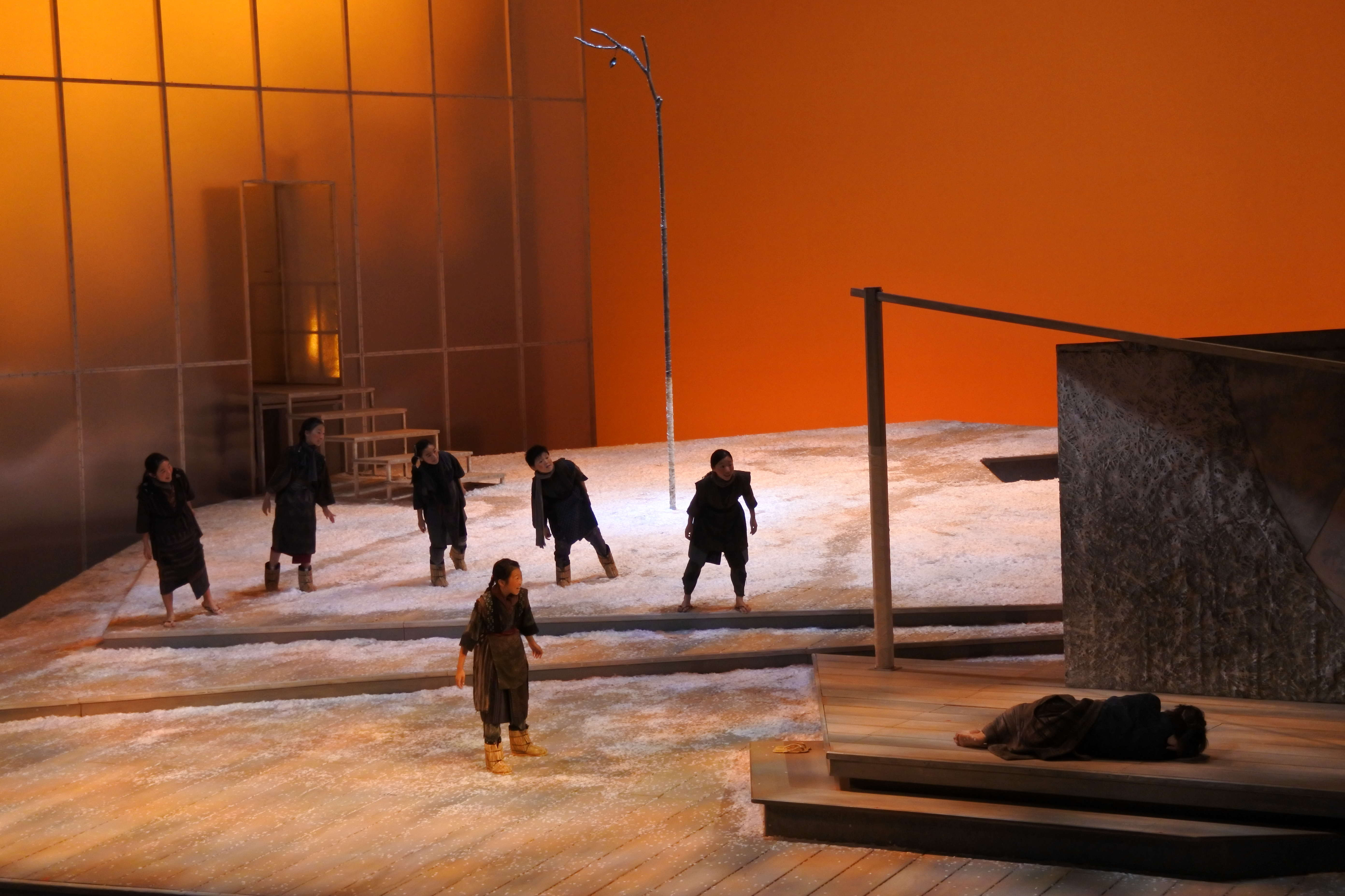 わらべ唄を團伊玖磨は巧みにオペラに採り入れている