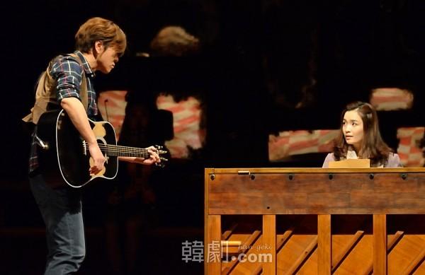 主演女優賞を受賞した『ONCE』のチョン・ミド(写真右)