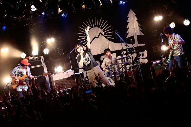 真心ブラザーズ ライブ・ツアー「PACK TO THE FUTURE」東京・渋谷CLUB QUATTRO公演の様子。(Photo by eri shibata)