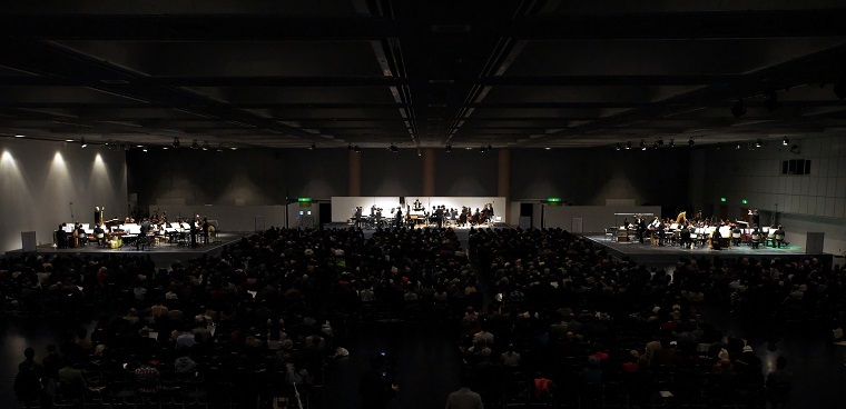 圧倒的なスケール感!「グルッペン」演奏風景('16年12月 京都市勧業館みやこめっせ) (c)Tatsuo Sasaki