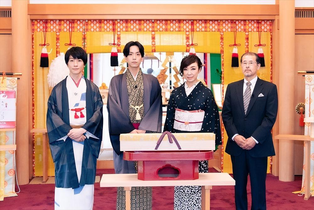 (左から)鈴木拡樹、黒羽麻璃央、松任谷由実、宮入法廣氏
