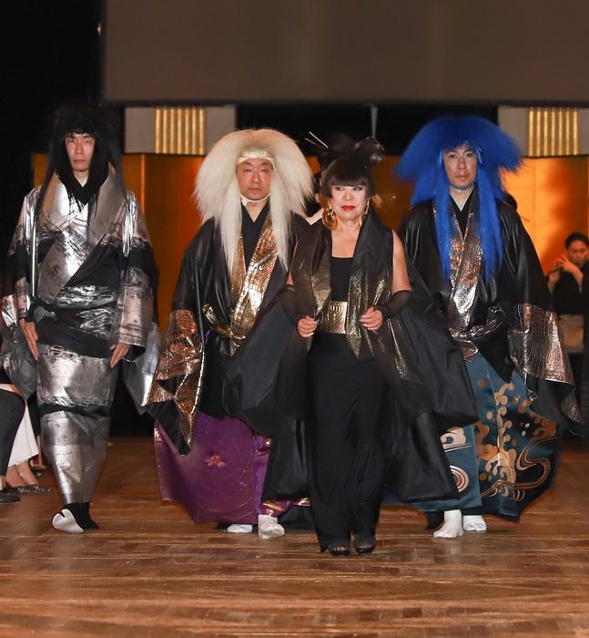 2018年 能とファッション パリ市庁舎にて